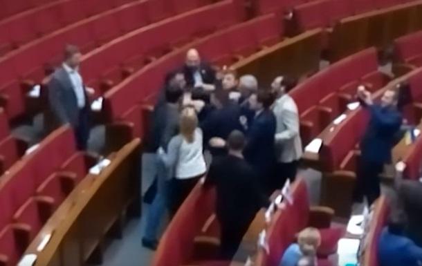 В Раде подрались депутат от БПП и внефракционник