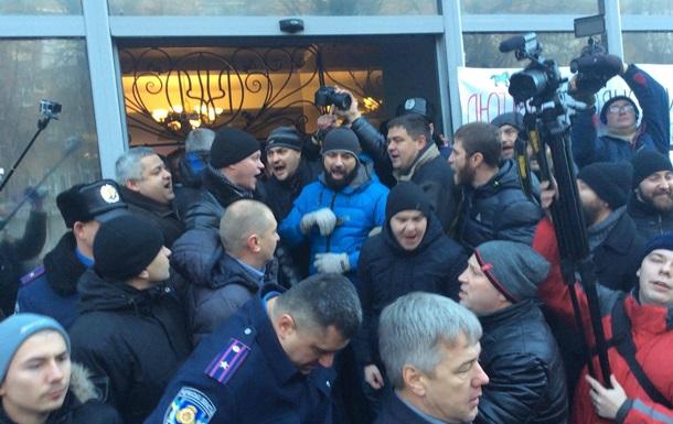 В Черкассах с  боями  требуют отставки нового главы полиции