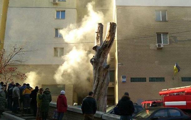 У Києві біля ТРЦ Ocean Plaza горить будинок