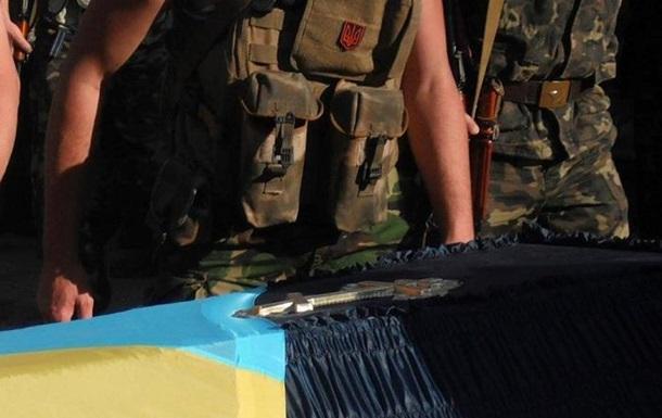 На Дніпропетровщині виник скандал через труну для загиблого в АТО