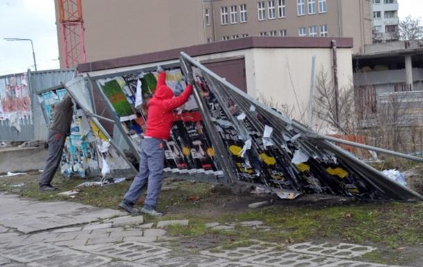 В Польше из-за урагана почти 100 тысяч домов остались без света