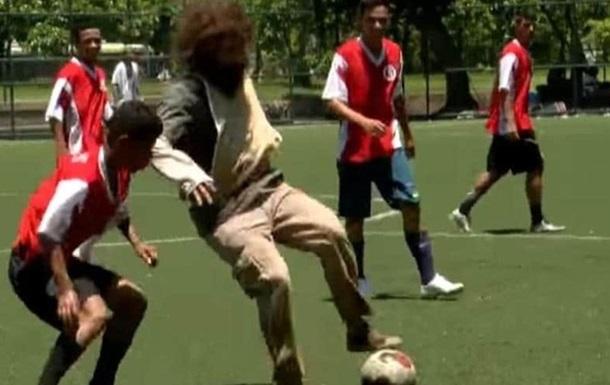 Бомж - найкращий в історії футзалу : як Фалькао дітей розіграв