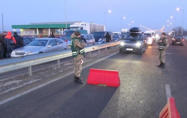 В очередях на границе с Польшей стоят более 1000 автомобилей
