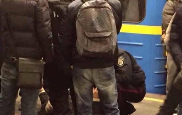 У київському метро чоловік потрапив під потяг