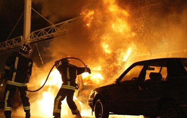 У новорічну ніч у Франції спалили 650 автомобілів