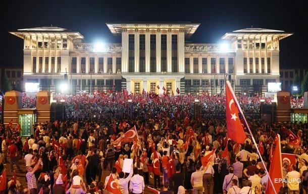 Режим ЧП в Турции продлен на три месяца
