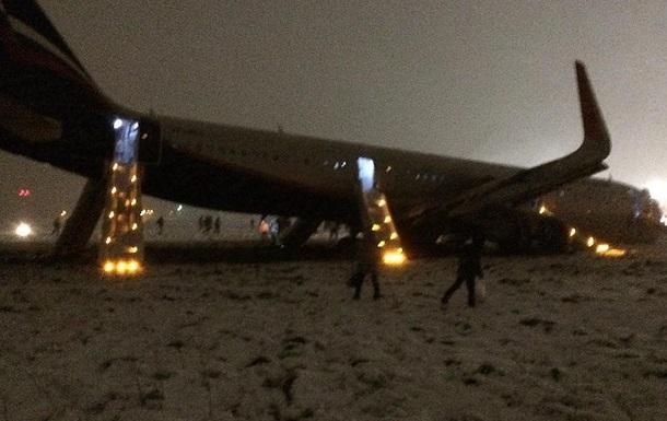 В аеропорту Калінінграда літак сів на черево