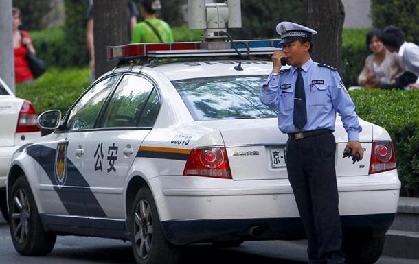 У Китаї чиновник, відкривши стрілянину, закінчив суїцидом