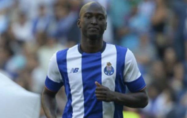 Суддя вилучив гравця Порту через те, що той наштовхнувся на нього