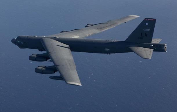 У США в стратегічного B-52 відвалився двигун у польоті