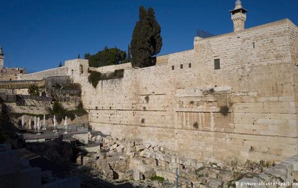Вантажівка наїхала на пішоходів у Єрусалимі: понад 10 постраждалих