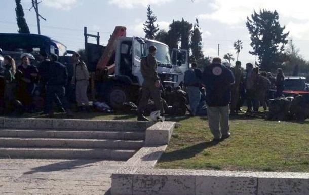 У Єрусалимі вантажівка в їхала у натовп