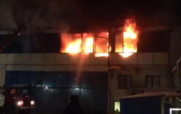 У російському Орлі загорівся торговий центр