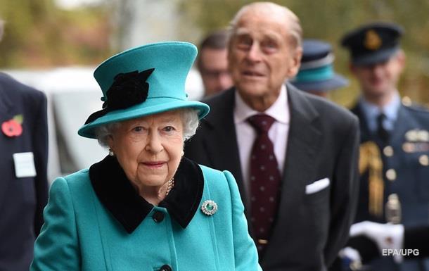Єлизавета II вперше з явилася на публіці після хвороби