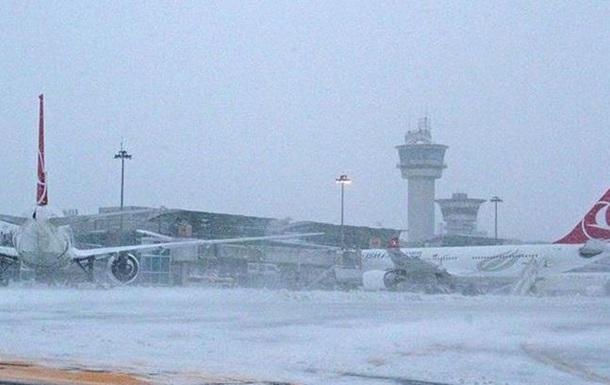 В аеропорту Стамбула скасовані всі рейси