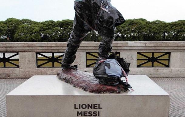 Не Роналду єдиним: вандали зруйнували пам ятник Мессі в Аргентині