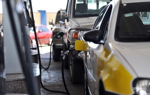 За вихідні на АЗС піднялися ціни на паливо