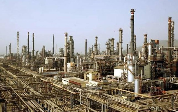 В ОАЕ загорівся нафтопереробний завод