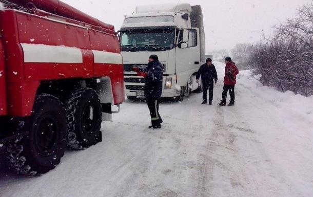 За добу на дорогах України через негоду загинули шестеро людей