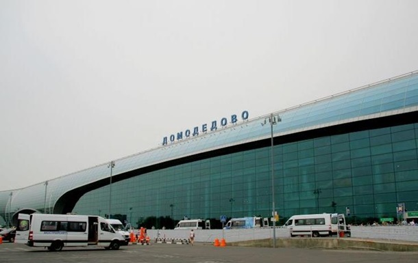 Літак зіткнувся з навантажувачем в аеропорту Москви