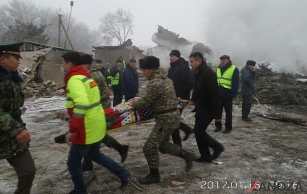 На месте авиакатастрофы под Бишкеком работают более тысячи человек
