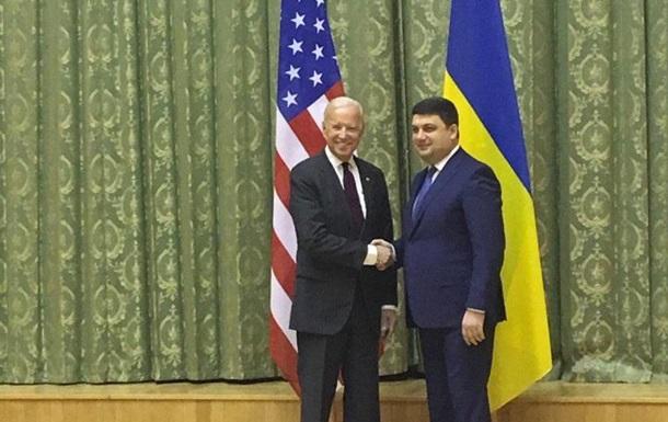Гройсман подякував Байдену за віру в Україну