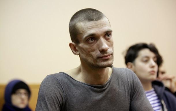 Скандальний художник втік з Росії