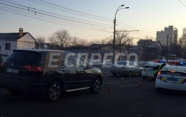 У Києві біля ліцею авто збило трьох дітей