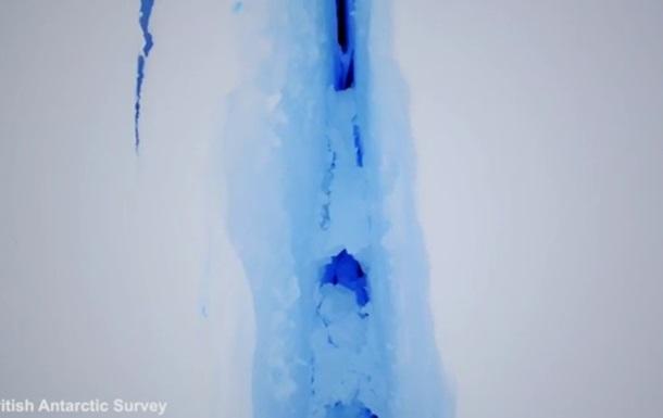 Величезну тріщину в Антарктиді зняли на відео