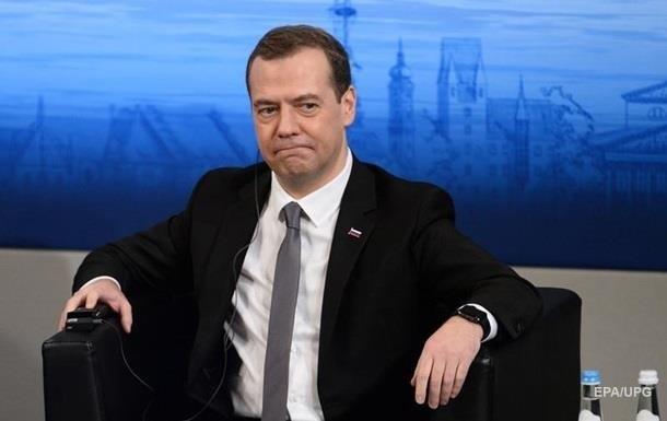 Медведєв закликав не сподіватися на скасування санкцій