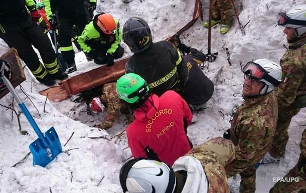 В Італії у накритому лавиною готелі знайшли ще чотирьох людей, що вижили