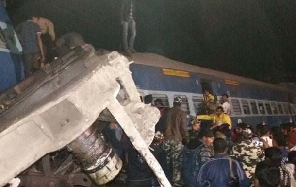 Зростає кількість загиблих під час аварії поїзда в Індії