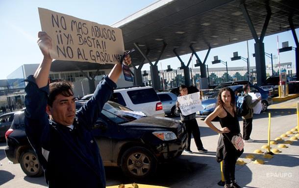 В Мексике на границе с США захватили пункт пропуска