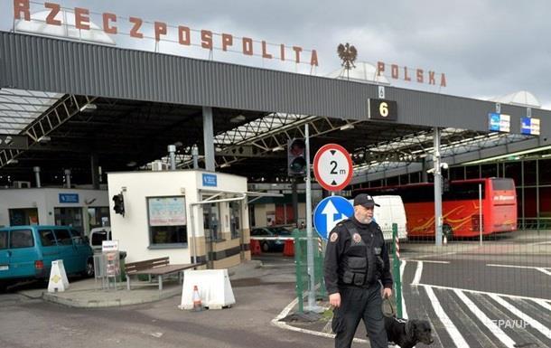 Польські прикордонники не пустили в країну десятки тисяч українців