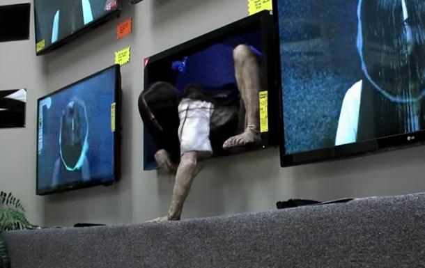 Вылезшая из телевизора  девочка-призрак  шокировала людей