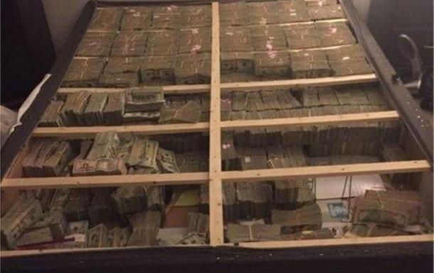 У США знайшли під матрацом 20 мільйонів доларів