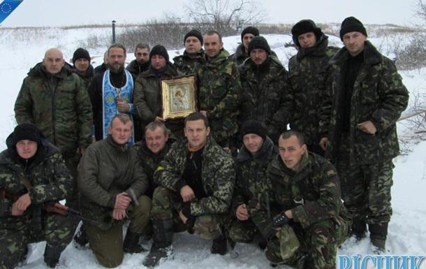 УПЦ (МП) благословляет украинские войска в Донбассе святынями русской армии