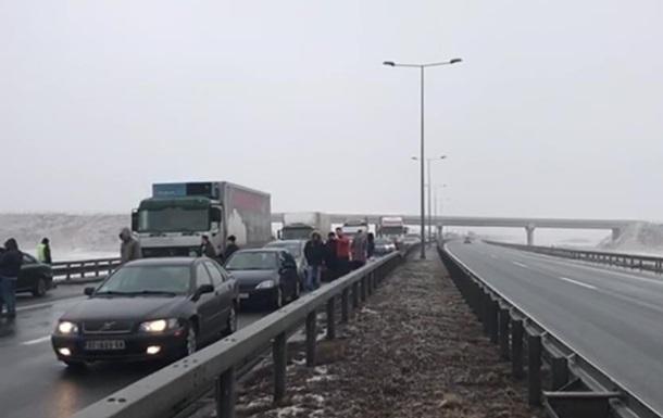У Сербії через туман зіткнулися 25 автомобілів