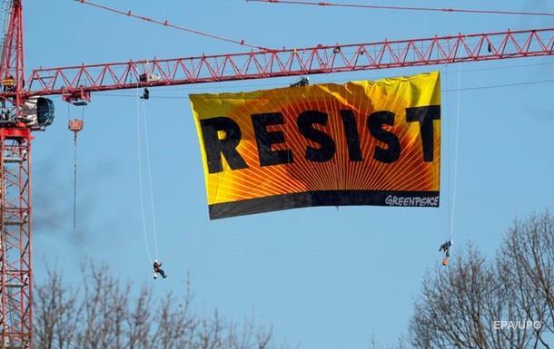Активісти Грінпіс захопили кран у Вашингтоні