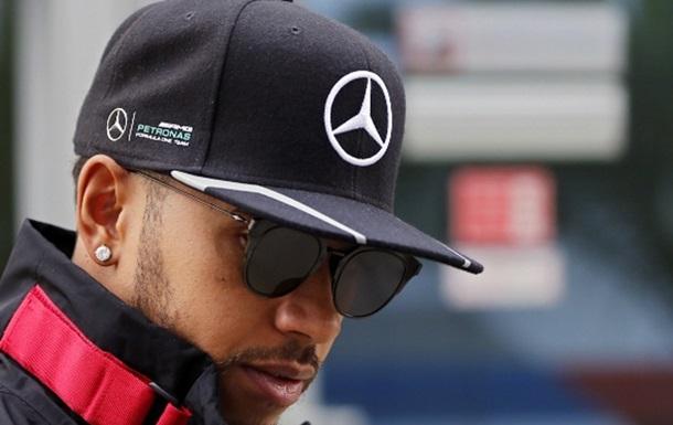 Формула 1. Хемілтон запропонував фанатам розробити для нього шолом