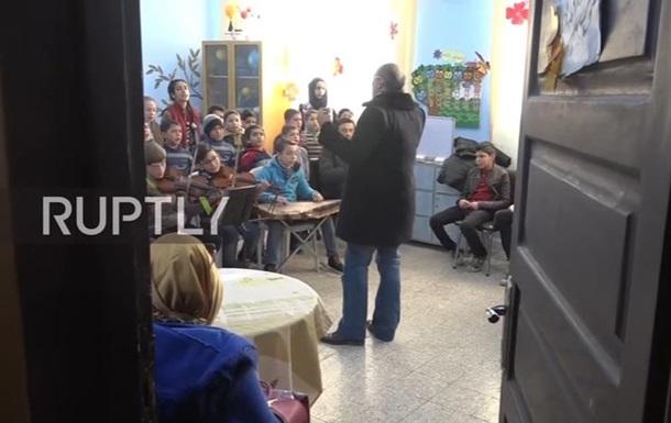 Дітей в Алеппо вчать співати російські пісні