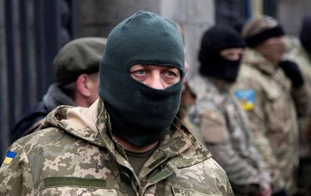 Україну захищають 40 тисяч добровольців - Полторак
