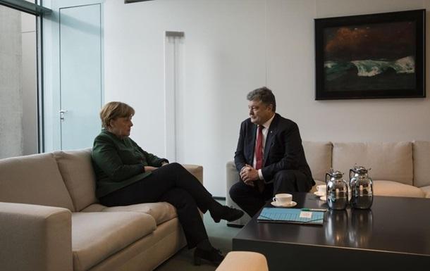Порошенко прервал визит в Берлин из-за Авдеевки