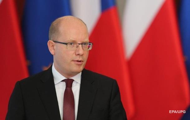Прем єр Чехії неписаним словом дістав до міністра фінансів