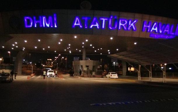 В Стамбуле полиция обстреляла фургон возле аэропорта
