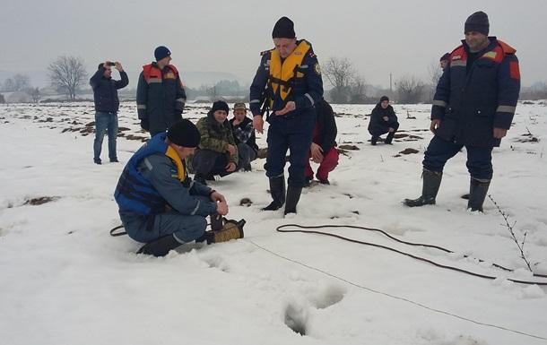 Рятувальники почали підривати лід на річках Закарпаття