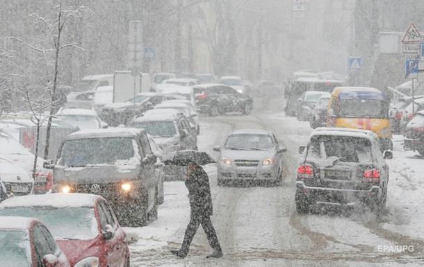 Через снігопад Київ стоїть у 10-бальних заторах