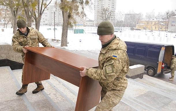 Максим Шкіль передав офісні меблі Навчальному центру ВДВ
