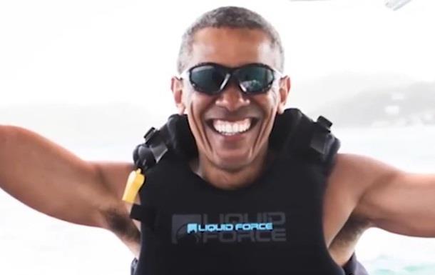 Обама катається на водних лижах на Гаваях