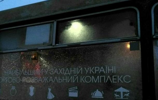 У Львові маршрутку з людьми розбили битою